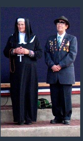 Ema Theresa ja Brežnev kostüümid
