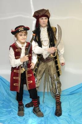 Mereröövlid laste kostüümid
